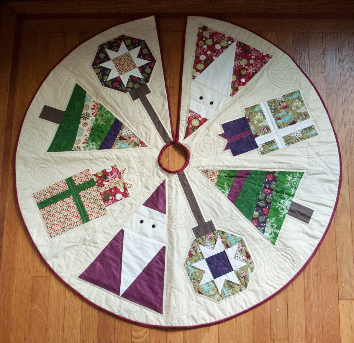 Quilted Christmas Tree Skirt Springhouse